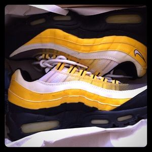 Bumble bee limited edition Air Max 95